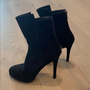 Barney New York Suede heeled boots